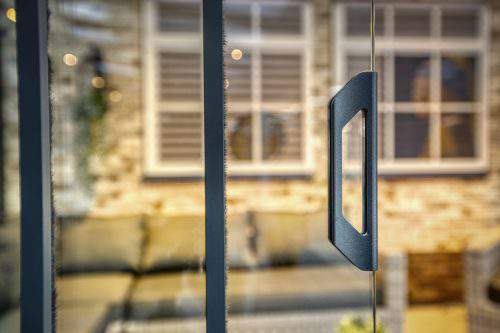 1-rail glazen schuifwand antraciet van 196cm breed en een totale hoogte van 250cm
