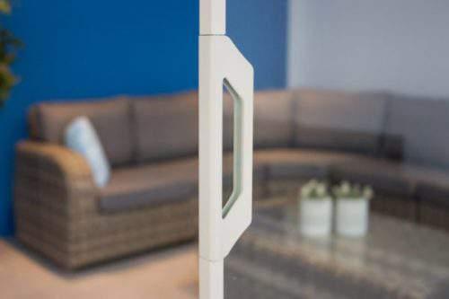 1-rail glazen schuifwand crèmewit van 196cm breed en een totale hoogte van 235cm