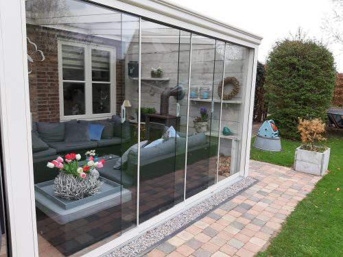 2-rail glazen schuifwand crèmewit van 128cm breed en een totale hoogte van 215cm