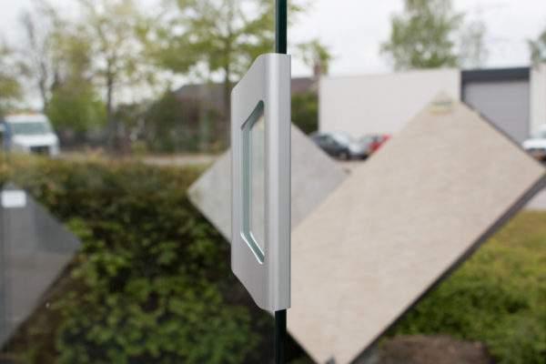 4-rail glazen schuifwand antraciet van 392cm breed en een totale hoogte van 245cm